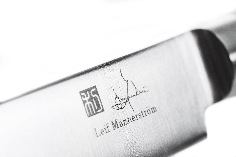 Signatur graverad på knivbladet